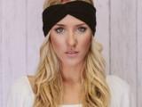 10 Elegant Looks With Black Headband