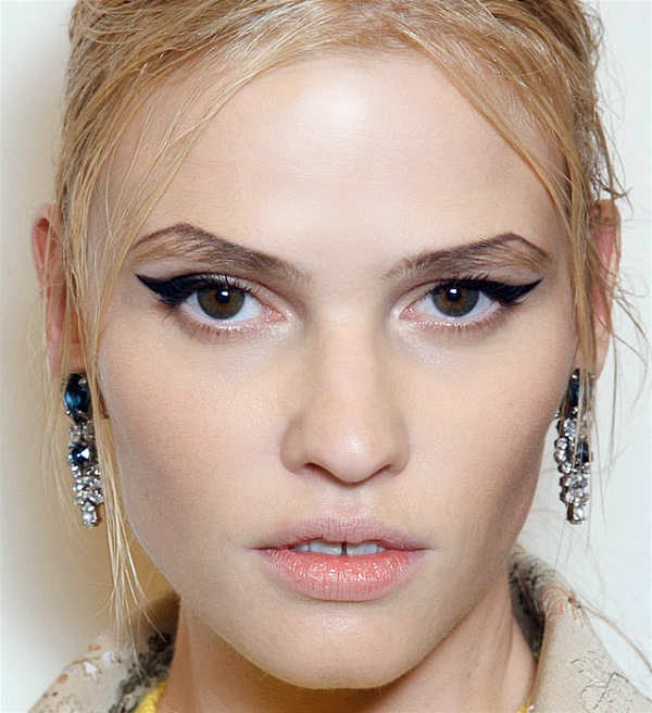 Picture Of new and creative ways to wear your eyeliner  6
