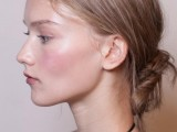 10-trendy-ballerinas-inspired-messy-bun-hairstyles-5