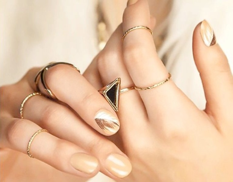 Picture Of fabulous golden manicure ideas to try now  11