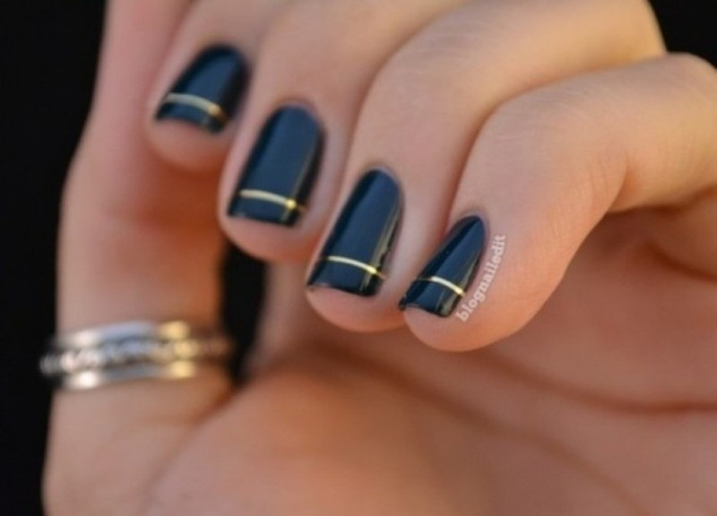 Picture Of fabulous golden manicure ideas to try now  4