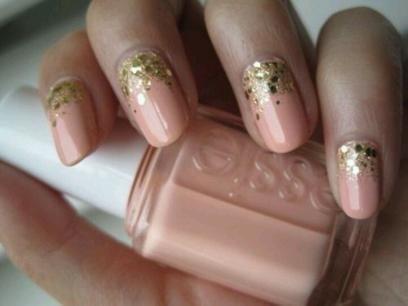 Picture Of fabulous golden manicure ideas to try now  6