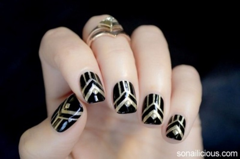 Picture Of fabulous golden manicure ideas to try now  9