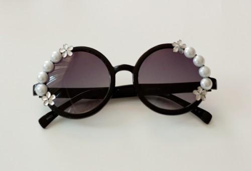 DIY Pearl Embellished Sunnies (via adventuresinfashion)