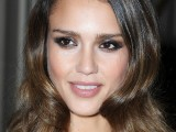 12 Sexiest Celebrity Makeup Looks To Try On Yourself 6