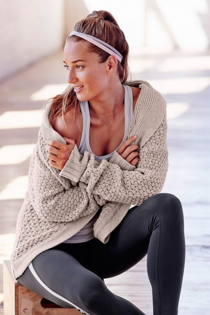 12 Sporty And Stylish Outfits For Your Workout