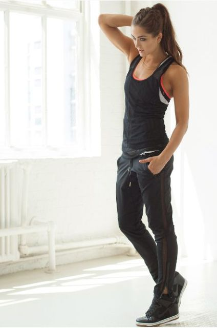 Picture Of Sporty And Stylish Outfits For Your Workout 5