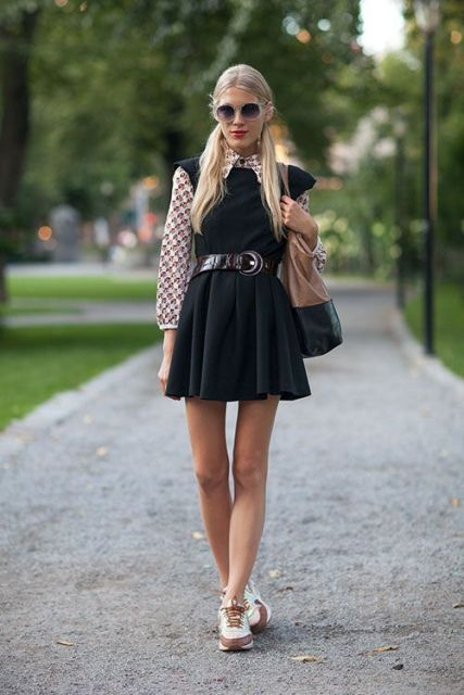Picture Of Mainstream Work Outfits With Sneakers 13