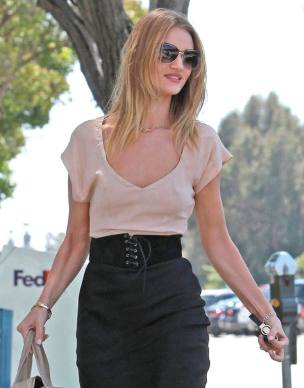Picture Of chic and stylish ways to wear an oversized belt  11