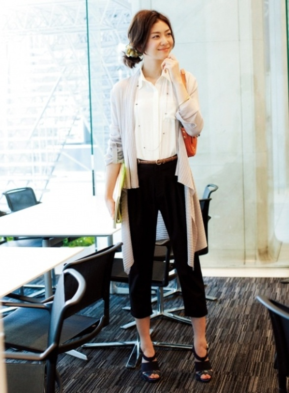 Picture Of cozy and chic looks with long cardigan to inspire  3