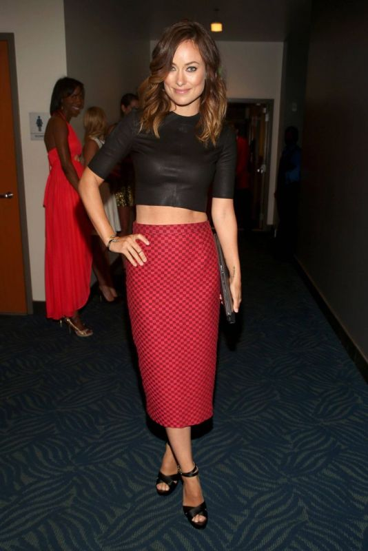 Picture Of hot and trendy ways of wearing a crop top  6