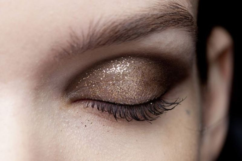 Picture Of ways to upgrade your basic smokey eyes makeup  5