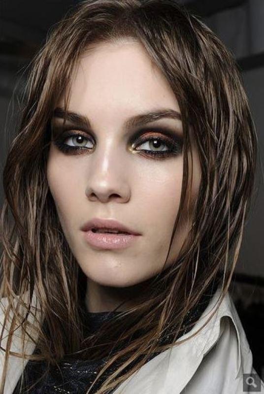 Picture Of ways to upgrade your basic smokey eyes makeup  6