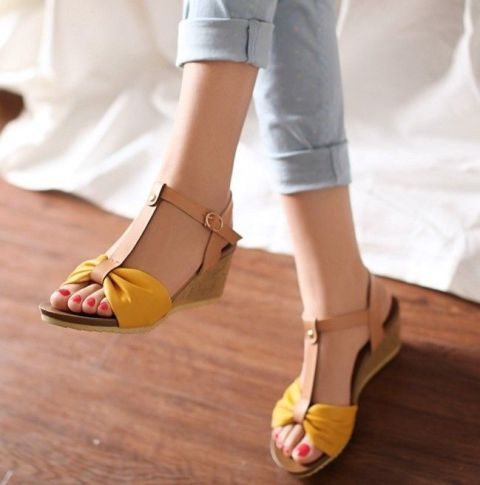 Picture Of Gentle And Feminine Sandals For This Summer 3