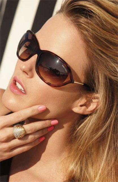 Super Stylish Oval Framed Sunglasses For This Season