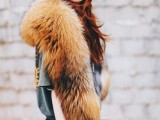 15 Fall Outfit Ideas With Faux Fur Stoles14