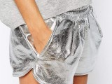 15 Sport Outfits With A Metallic Touch To Look Stylish 10