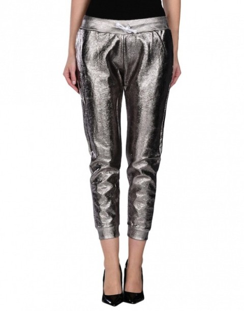 Sport Outfits With A Metallic Touch To Look Stylish