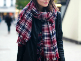 15 Stylish And Excellent Ways To Wear a Plaid Scarf
