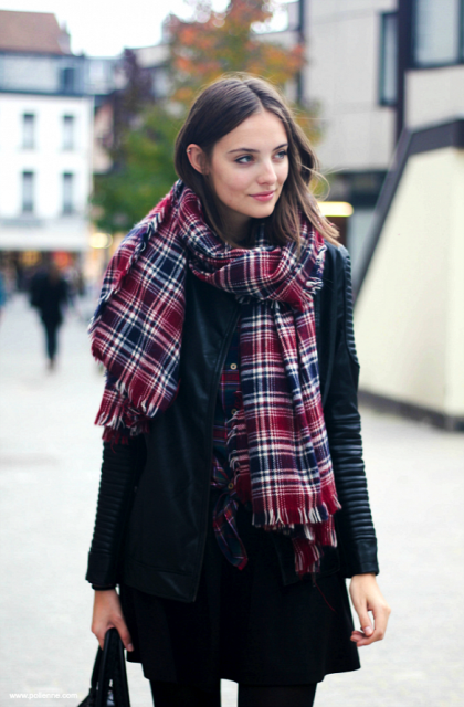 Stylish And Excellent Ways To Wear a Plaid Scarf