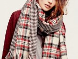 15 Stylish And Excellent Ways To Wear a Plaid Scarf10