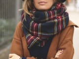 15 Stylish And Excellent Ways To Wear a Plaid Scarf13