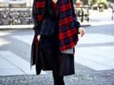 15 Stylish And Excellent Ways To Wear a Plaid Scarf4