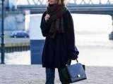15 Stylish And Excellent Ways To Wear a Plaid Scarf6