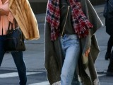 15 Stylish And Excellent Ways To Wear a Plaid Scarf9