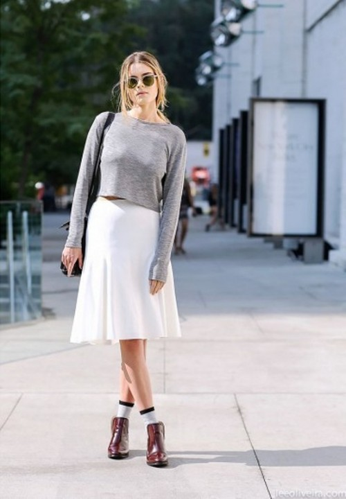 15 Cool Ways To Style A Simple Sweater In Spring