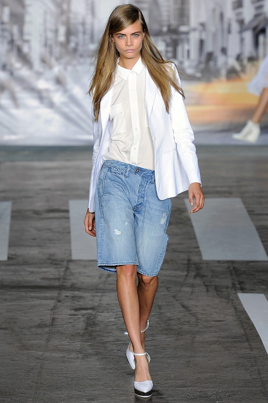 Picture Of fashionable ways to style bermuda shorts this summer  3