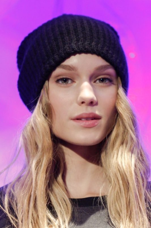 Picture Of ways to style your hair under a hat  15