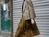 16 Feminine Pleated Midi Skirt Outfits For Fall And Winter 11