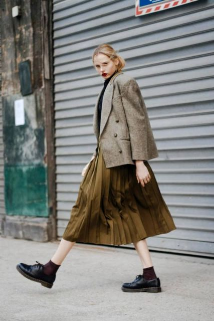 16 Feminine Pleated Midi Skirt Outfits For Fall And Winter ...