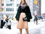 16 Feminine Pleated Midi Skirt Outfits For Fall And Winter 7