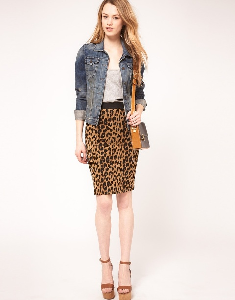 Picture Of Office Bright Women Outfits With Animal Prints 15