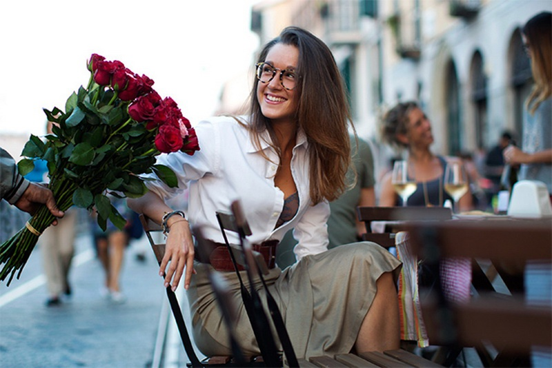 Picture Of stunning ways to wear glasses now  1