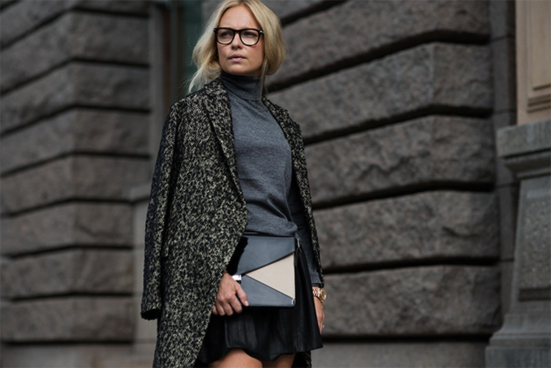 Picture Of stunning ways to wear glasses now  10
