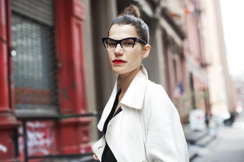Picture Of stunning ways to wear glasses now  5