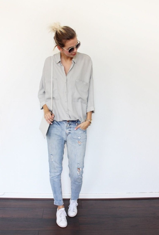 Picture Of crisp shirt and boyfriends jeans combo ideas  17