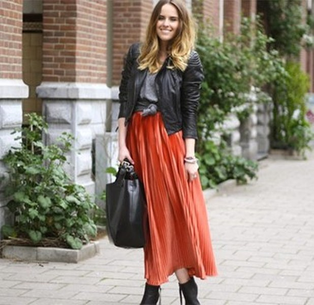 Picture Of fabulous ways to wear full and sassy maxi skirts this fall  10