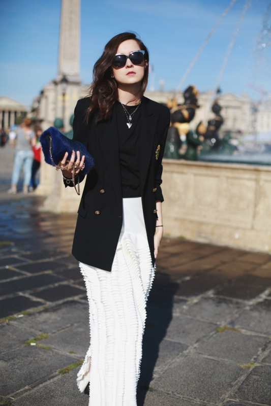 Picture Of fabulous ways to wear full and sassy maxi skirts this fall  11