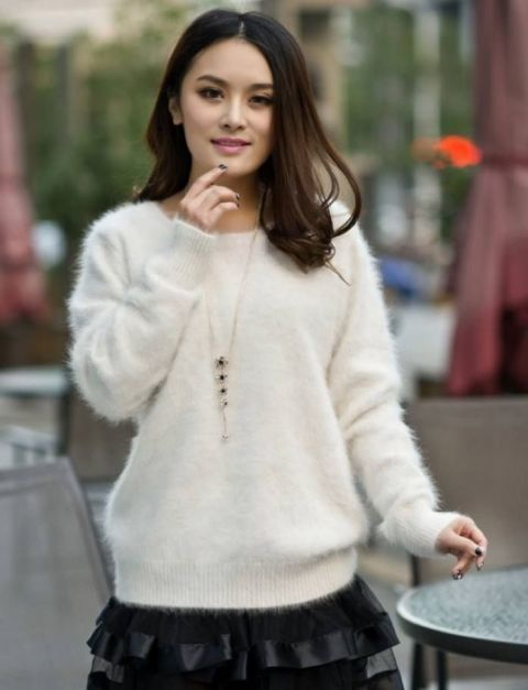 Picture Of Comfy Fall Outfit Ideas With A Fuzzy Sweater 14