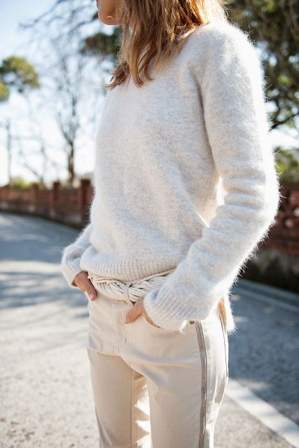Picture Of Comfy Fall Outfit Ideas With A Fuzzy Sweater 15