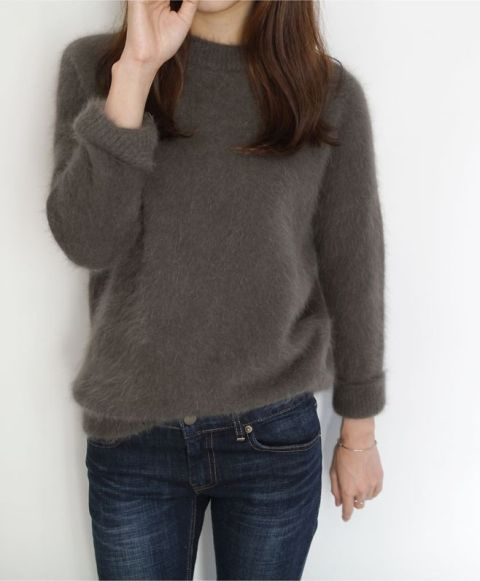 Picture Of Comfy Fall Outfit Ideas With A Fuzzy Sweater 18