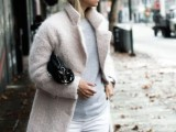 18-pretty-ways-to-transition-your-white-jeans-for-fall-16