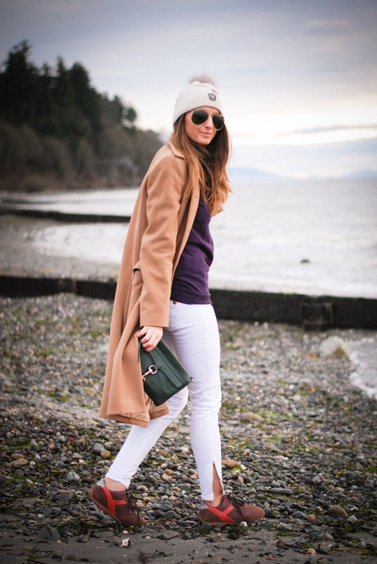 Picture Of pretty ways to transition your white jeans for fall  7
