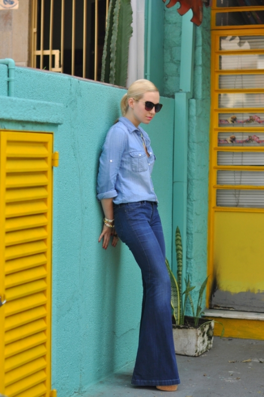 Picture Of stylish ways to wear flared jeans  7