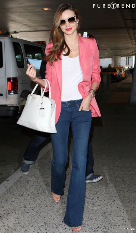 Picture Of stylish ways to wear flared jeans  8