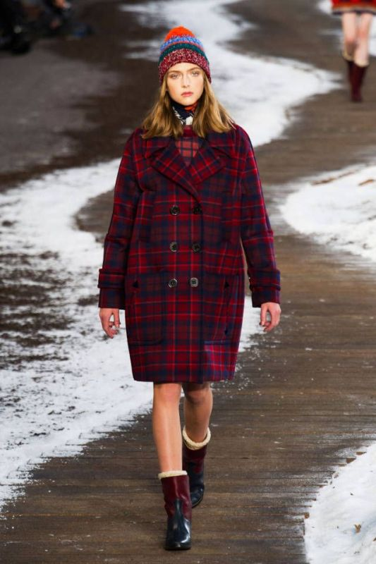 Picture Of trendy plaid coat looks to recreate now  9